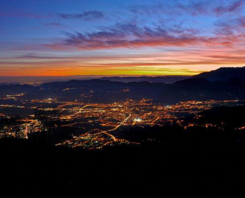 Schio vista dall'altro di notte - Agriturismo il Maggiociondolo in provincia di Vicenza